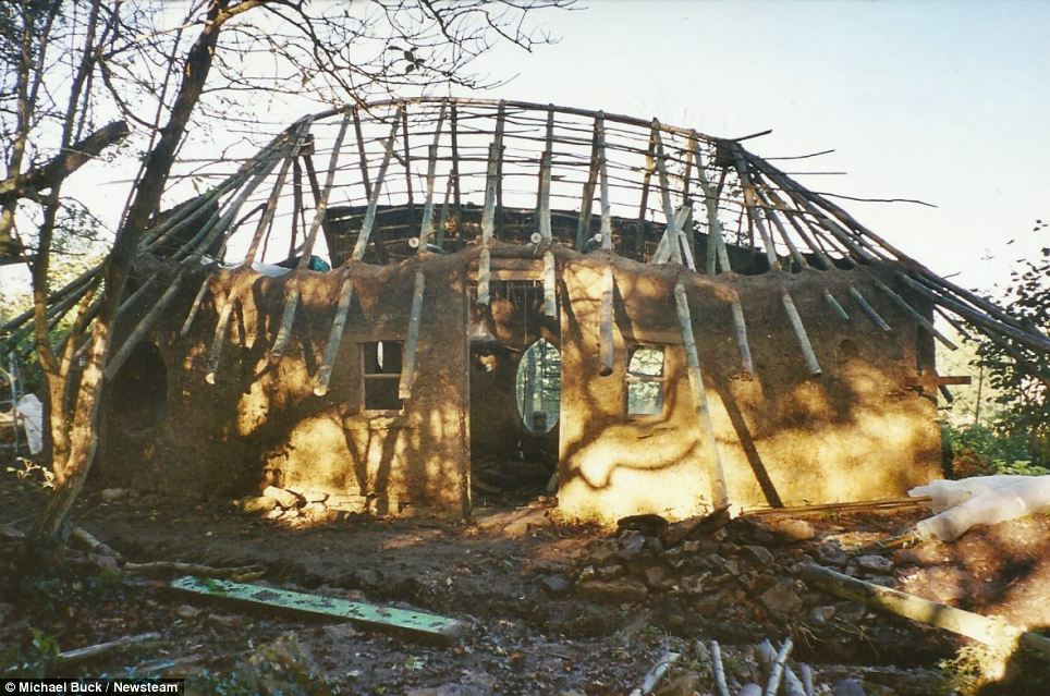 The £150 Hobbit House: cob house built from earth, clay and straw