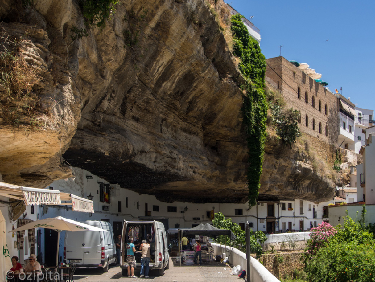 The Town Living Under the Rock (4)