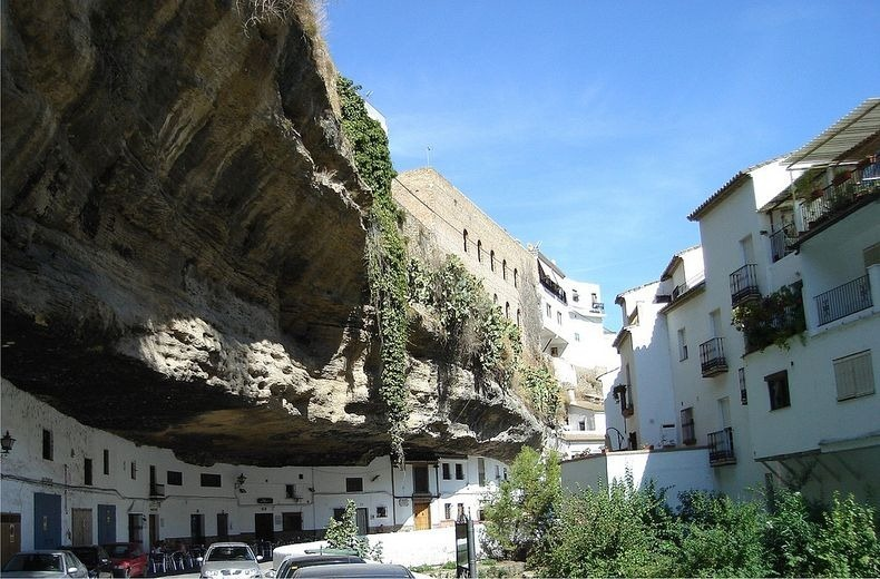 The Town Living Under the Rock (9)