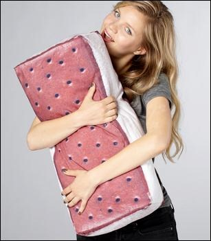 16 Cool And Creative Pillows (11)