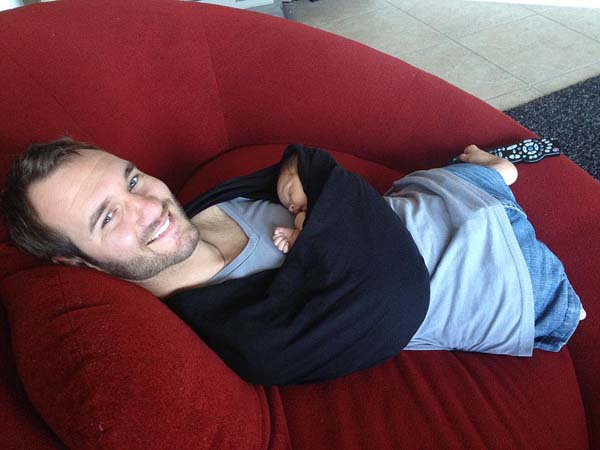 23.) This touching photo of limbless Nick Vujicic holding his baby.