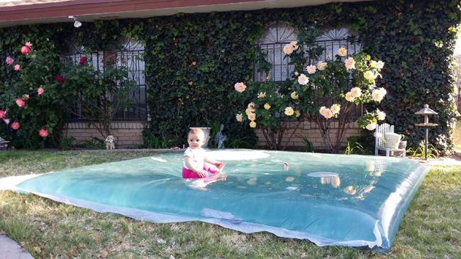 DIY Make A Giant Outdoor Waterbed (14)