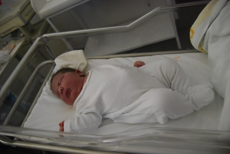 Maxine Marin - Gave Birth to the Biggest Baby Girl in Spain
