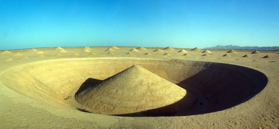 Spectacular art installation in the sahara desert (1)
