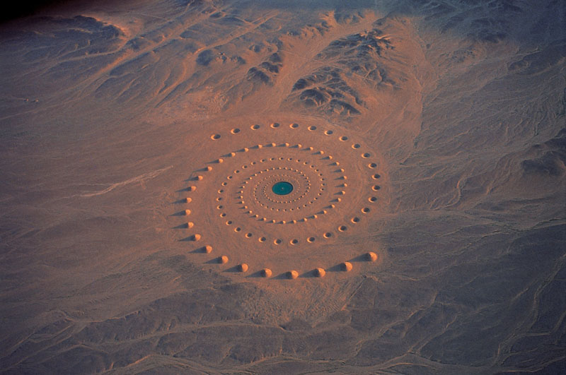 Spectacular art installation in the sahara desert (3)