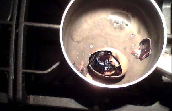 17fuck This is why you shouldn't boil eggs for hours.