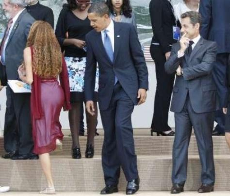 obama-checking-out-girl
