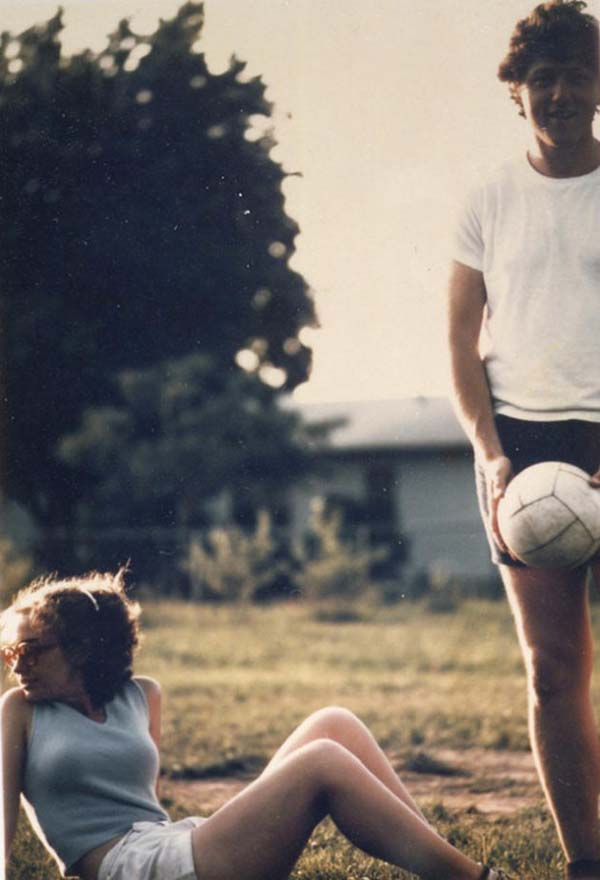 44. Bill & Hillary Clinton play volleyball before getting married (1971).