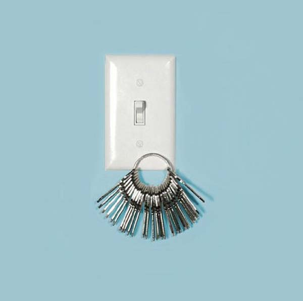 4. Never forget your keys when you're going out the door with this magnetic light switch plate.