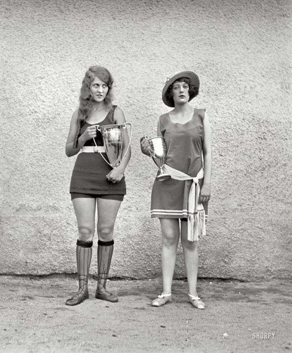 9. Two winners of a beauty pageant, back when the standards of beauty were much different (1922).