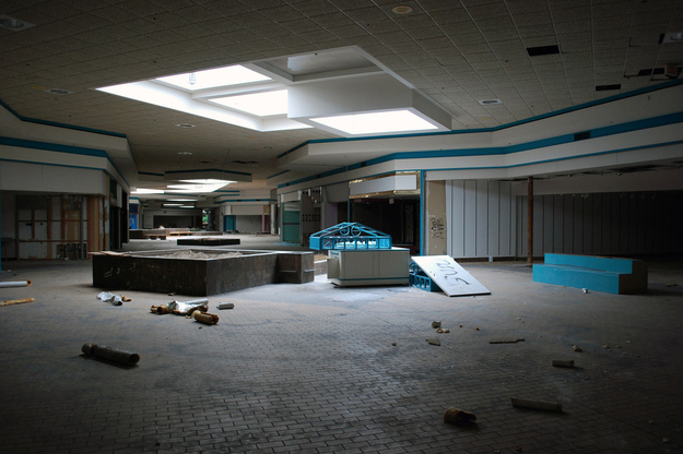 All I Can Think Of Are Zombies! Super Creepy Surreal Pictures Of America's Abandoned Malls.
