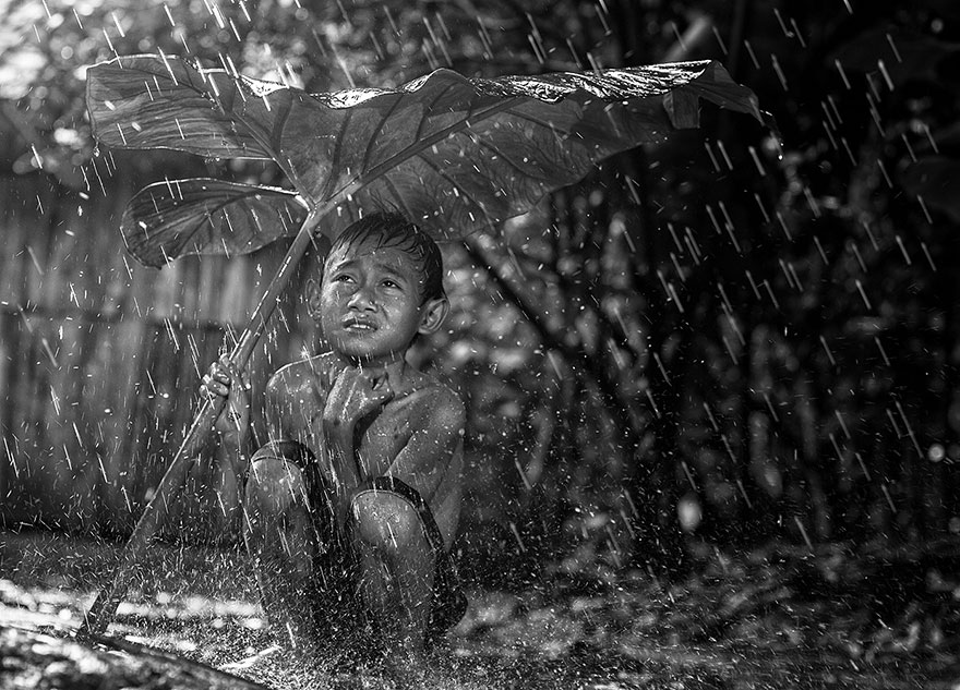 Photographer Herman Damar Has Caught the Village Life in Indonesia