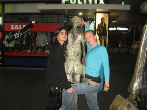 37 Statues That Made A Great Match When Taking Photos With People