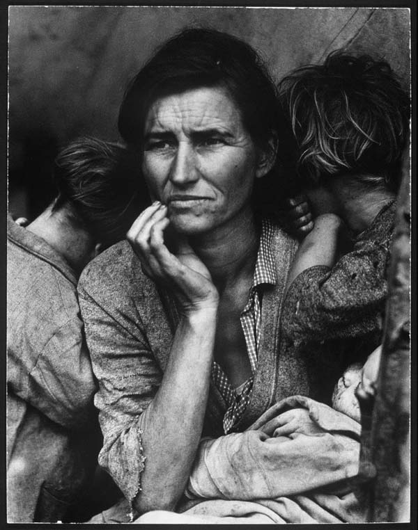 20. A mother is consumed by her worries and watches over her children during the Dust Bowl (1936). This photo of Florence Owens Thompson is actually one of the photos on this list that became quite famous in its own right.
