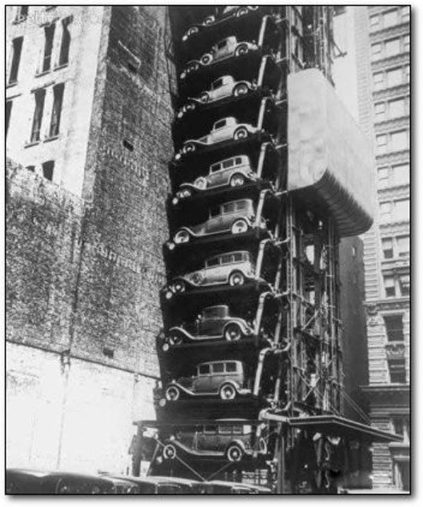 22. A Model T elevator garage in Chicago (1936).