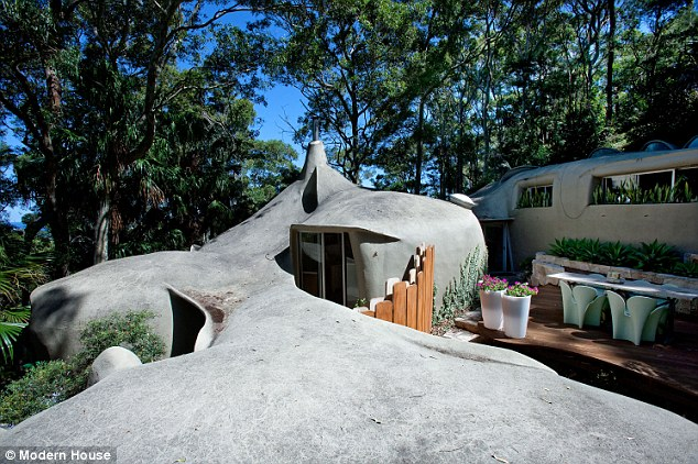 Australian-house-shaped-like-a-rock