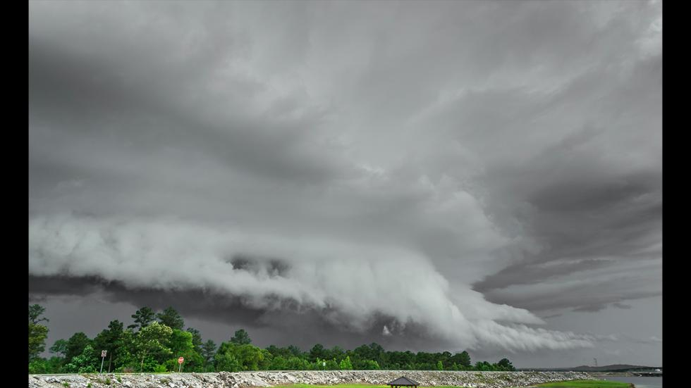 It's amazing out there awesome pictures Ominous Shelf Cloud