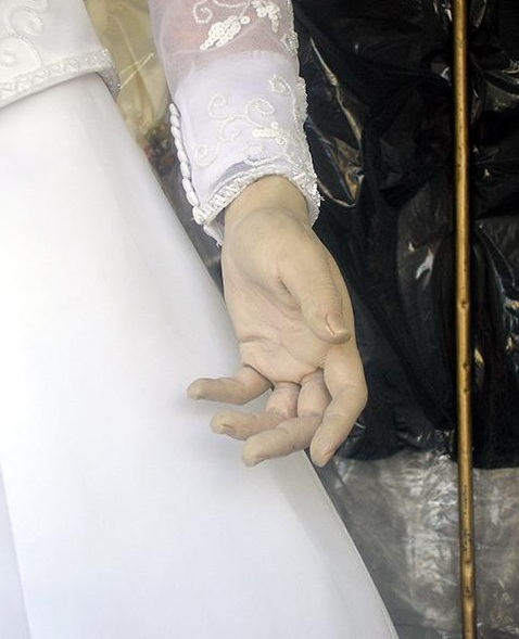 human-corpse-as-bridal-mannequine