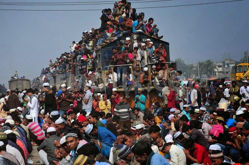 Wanna Travel In Bangladesh? First You Should Be Able To Get In The Train! All Aboard For Bangladesh!
