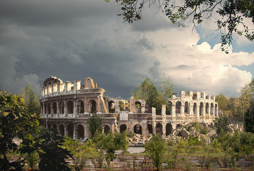 The last of us: apocalyptic pictures of the end of the world The Colloseum
