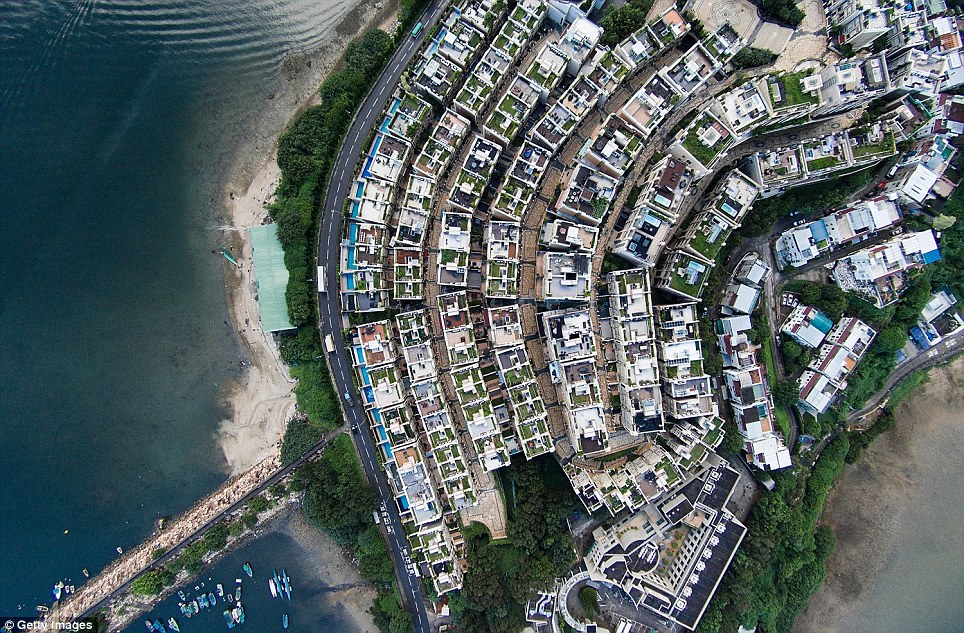 these are awesome! you can have birds' eye view now! let's see some stunning aerial photos of Hong kong!