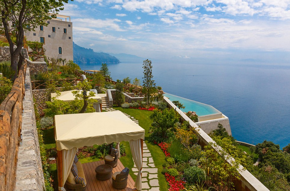 These hotel rooms have the most spectacular view Monastero Santa Rosa hotel