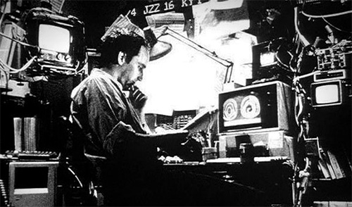 films-can-be-called-breakthroughs-directed-by-first-time-directors Pi (1998)