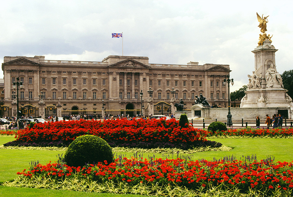 The last of us: apocalyptic pictures of the end of the world Buckingham palace