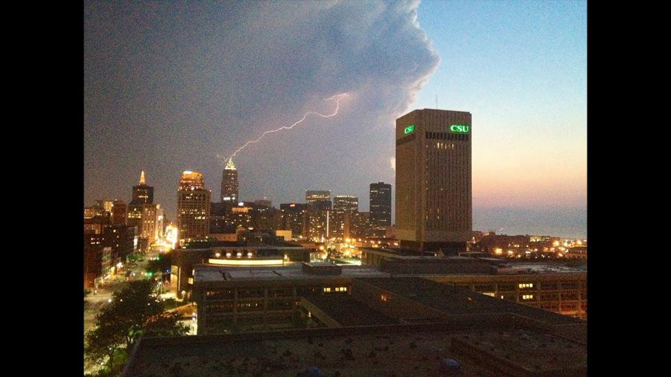 It's amazing out there awesome pictures Lightning 'Strikes' Key Tower in Downtown Cleveland