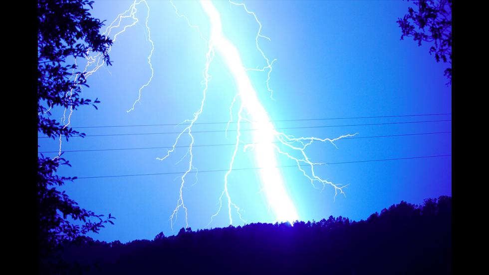 It's amazing out there awesome pictures Derecho Lightning Bolt 2012