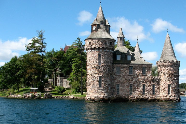 stunning castles in America