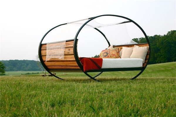 these amazingly ingenious accessories will make your backyard more awesome Mood-rocking-bed_2