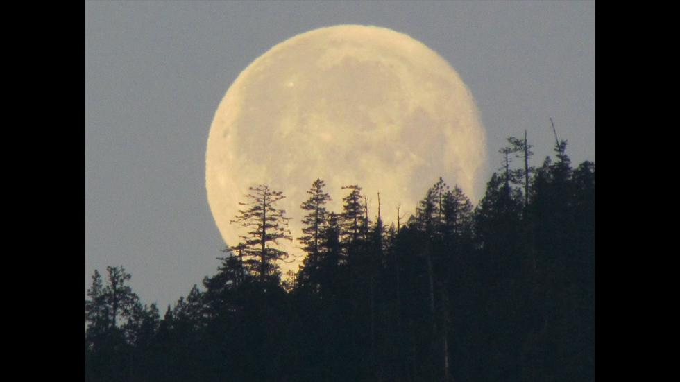 It's amazing out there awesome pictures Full Moon on Mountain Top