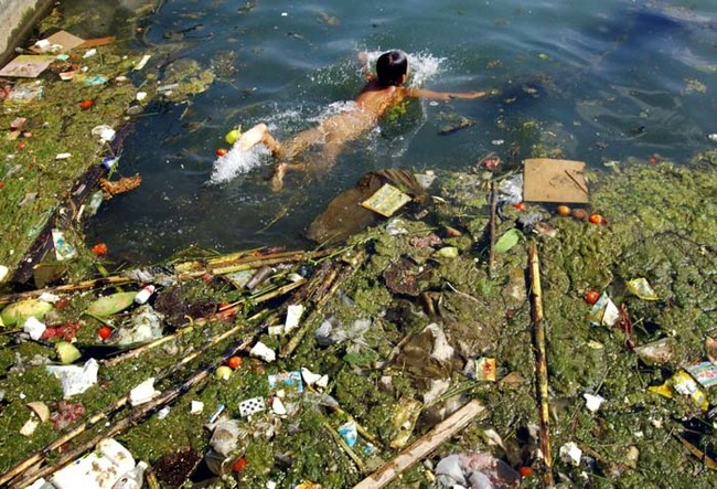 the water pollution in China is intolerant!