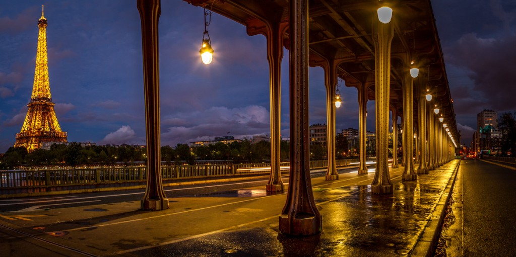 travel photography of French you don't want to miss Eiffel Tower Pano
