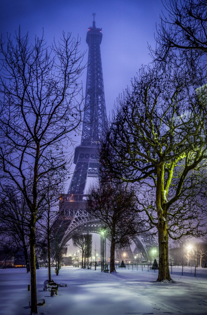 travel photography of French you don't want to miss Eiffel Tower Snow 2013