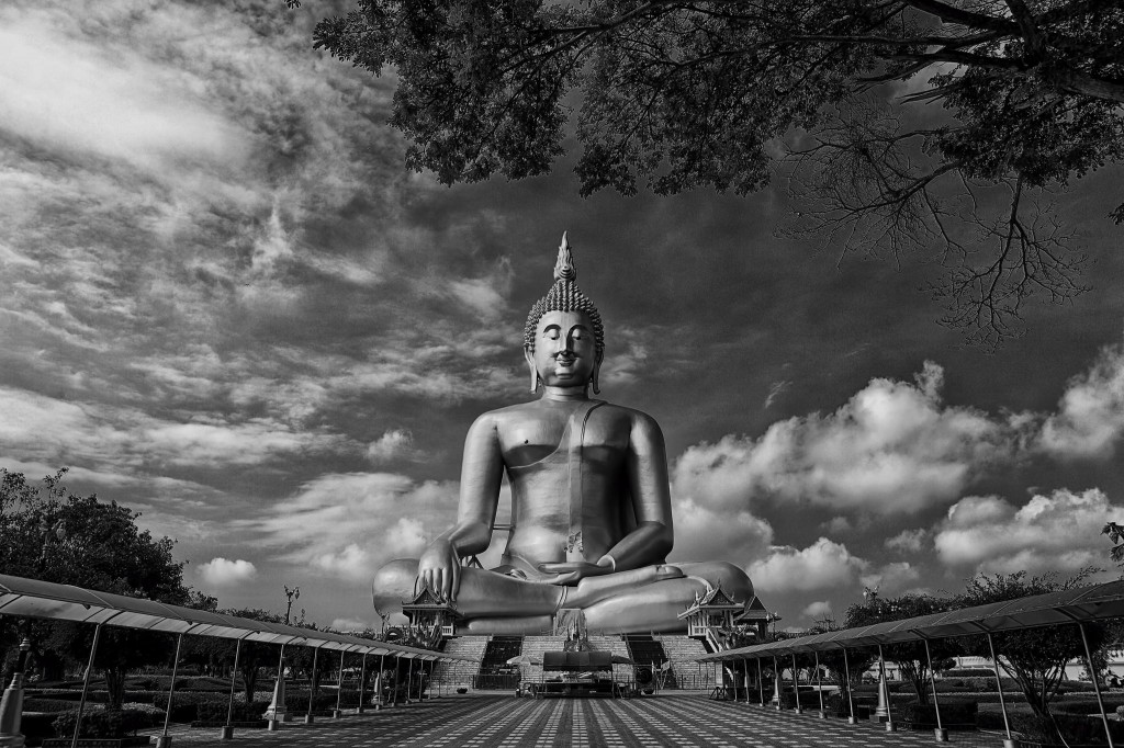 Gorgeous images by Thai photographer Vichaya Pop Giant Buddha