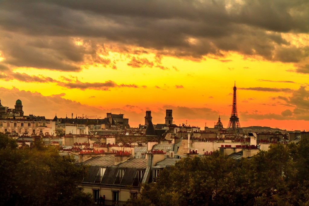 travel photography of French you don't want to miss Paris right at sunset