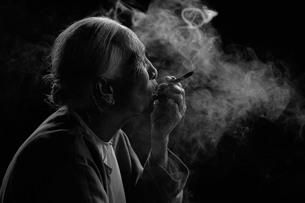 Gorgeous images by Thai photographer Vichaya Pop Smokin Lady