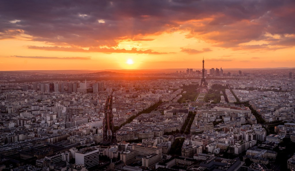 travel photography of French you don't want to miss The sun and the roof of Paris