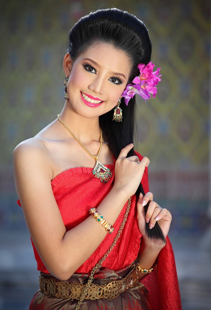 Gorgeous images by Thai photographer Vichaya Pop Traditional Thai Beauty