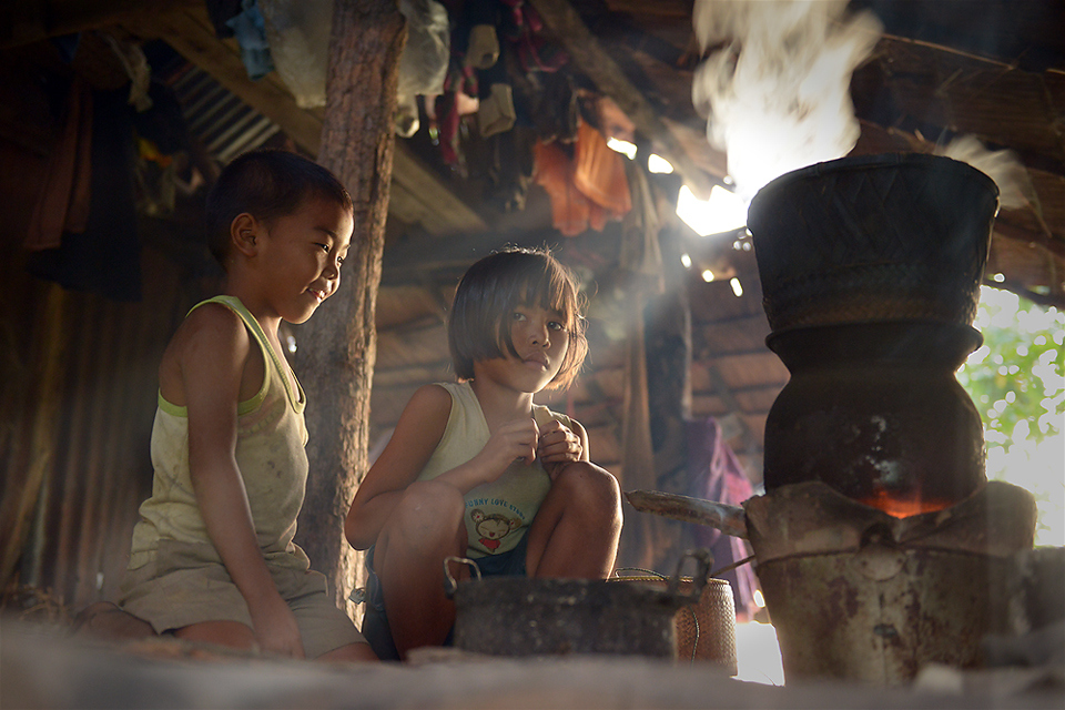 Fascinating photographs by sarawut intarob Waiting for the rice.