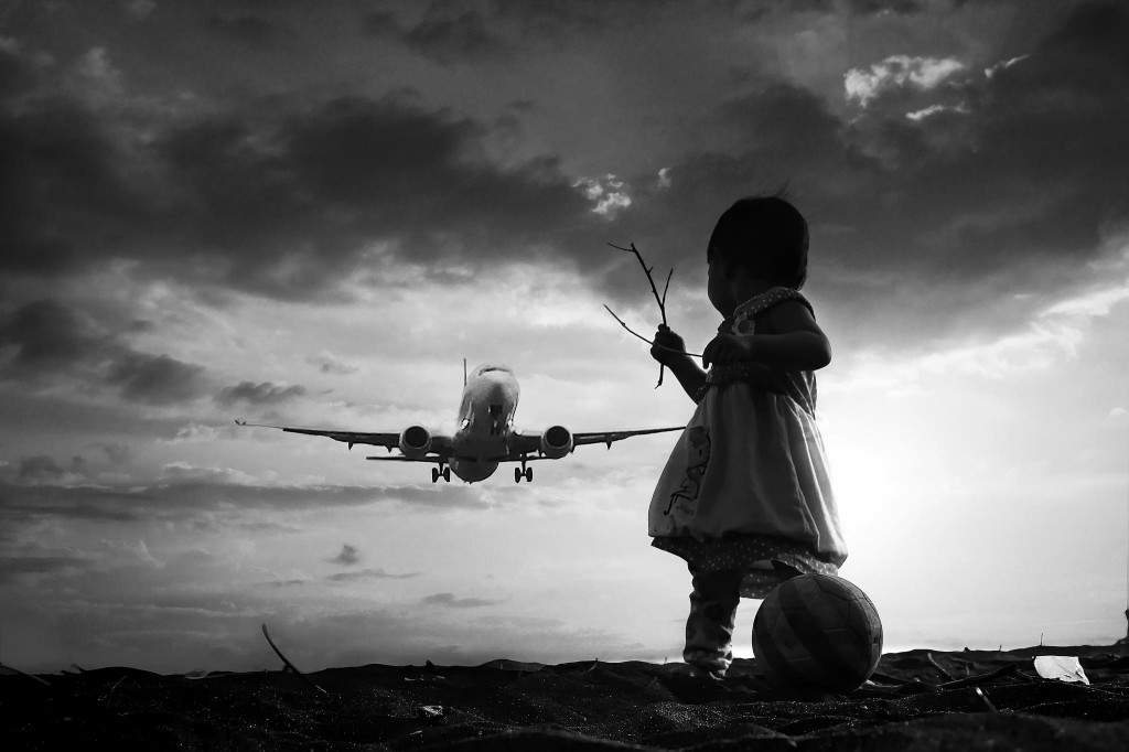 incredibly stunning children's photographs by 3 Joko fly again....