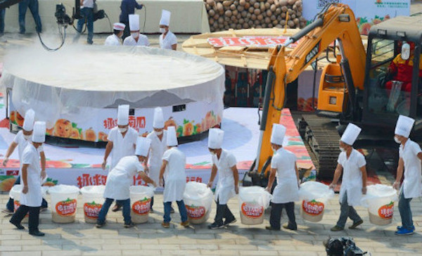 Have You Ever Seen a 4 Meters Pumpkin Pie Measuring? No ? Go to China