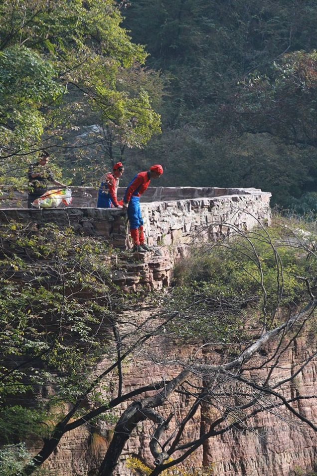 Here, the Spider-Men are preparing to descend a cliff to collect litter left by their arch nemesis, The Litter-Bug.